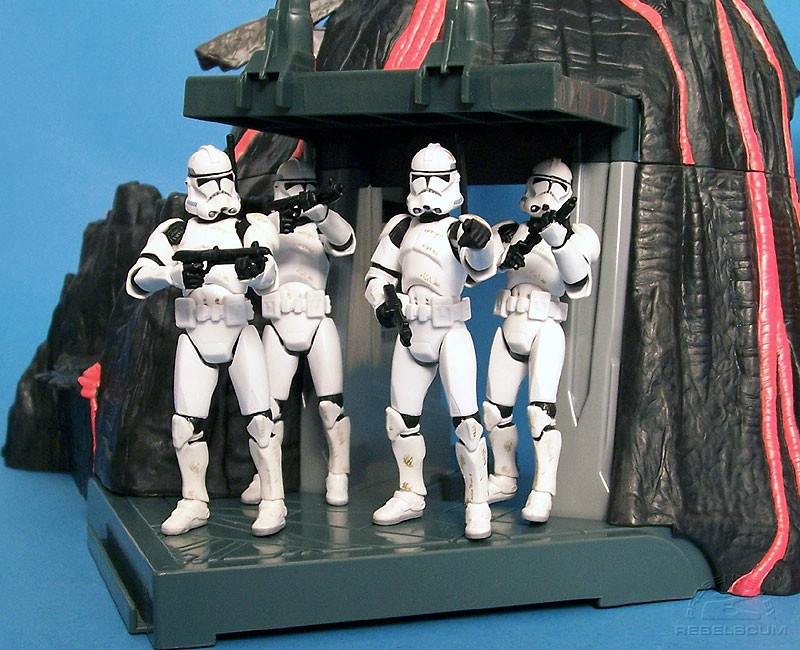 Includes 4 Bonus SA Clone Troopers! For FREE!