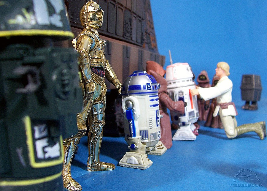 Luke Skywalker selects R5-D4