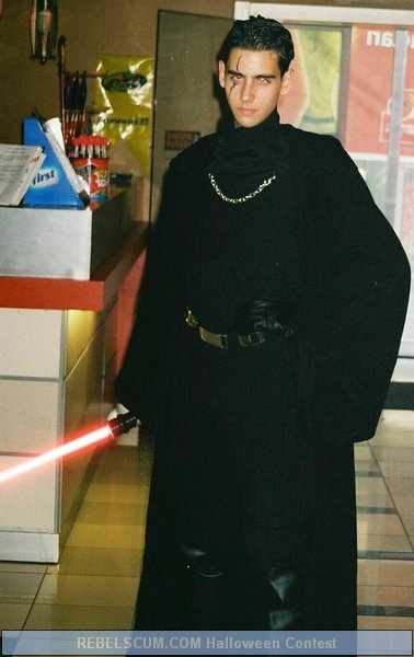 Ates Cetin as Darth Pyross