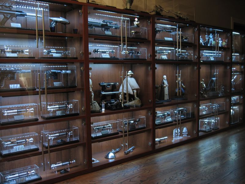 Now this is the way to display star war statues statue for Hot toys display case ikea